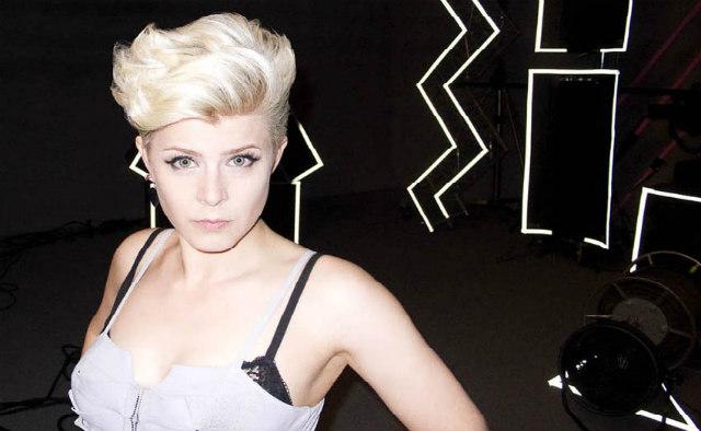 Robyn-singer