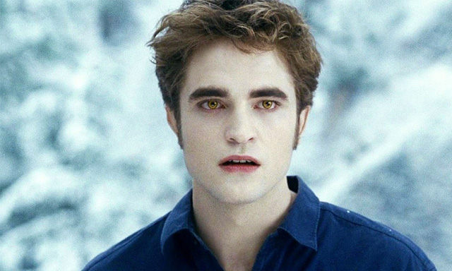Robert Pattinson as Edward Cullen in 'Twilight'